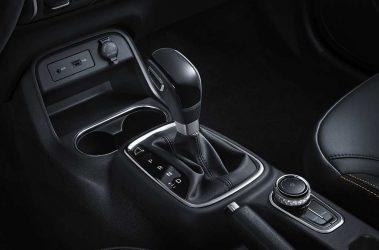 Dongfeng AX4 / AT-MT 5 asientos Motor 1.6L/5MT Tecnología Nissan